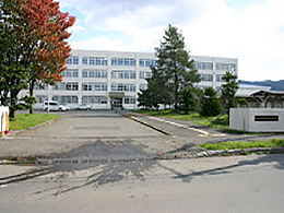 美唄聖華高校の外観写真