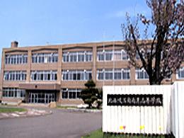 苫前商業高校の外観写真