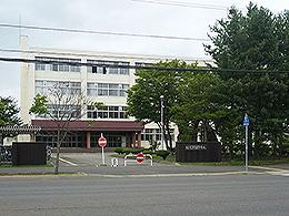 芽室高校の外観写真