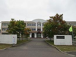 標津高校の外観写真