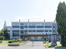 滝川西高校の外観写真