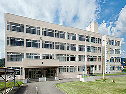 三笠高校の外観写真