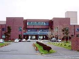 知内高校の外観写真
