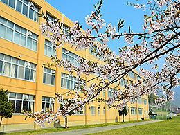 虻田高校の外観写真