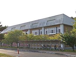 平取高校の外観写真