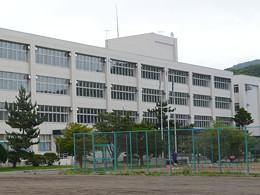 浦河高校の外観写真