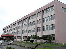 静内高校の外観写真
