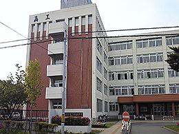 函館工業高校の外観写真