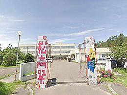 松前高校の外観写真