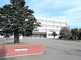 八雲高校の外観写真