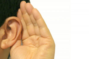 耳を澄ます