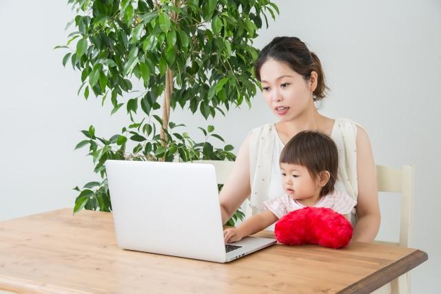 子供とオンライン学習する様子