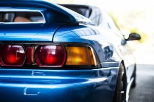 青いスポーツカー