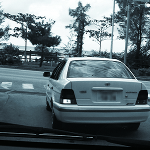 左折している車両