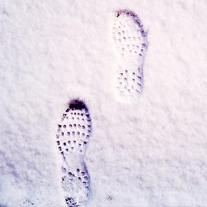 雪道を歩いた足跡